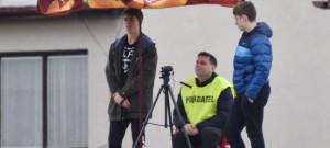 Mužstva I. A třídy si zvykají na natáčení zápasů on-line. Zatím jen zkušebně. Takhle si s novinkou poradili na budějovické Lokomotivě, kde se s kamerou usadili na střeše.