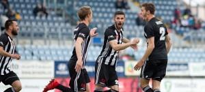 Budějovičtí (zleva) Martan, Novák, Javorek a Havel se radují ze třetího gólu v síti táborského mladíčka Zadražila.